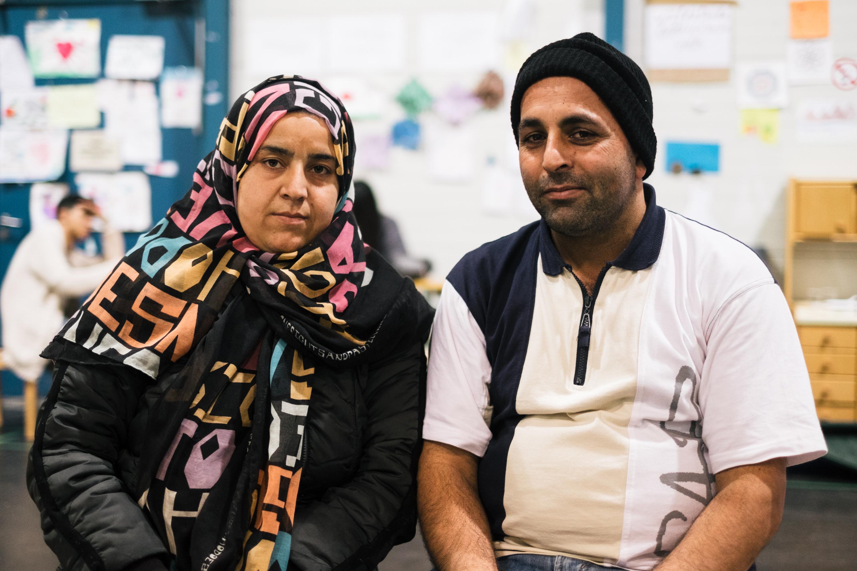 """Das Ehepaar ist mit ihren zwei Kindern aus Afghanistan nach Österreich geflohen. """"Hier gibt es keinen Terror und keinen Rassismus."""", sagt Ahmed. Sie empfinden, dass die Araber besser behandelt werden als die Leute die von weiter östlich kommen."""