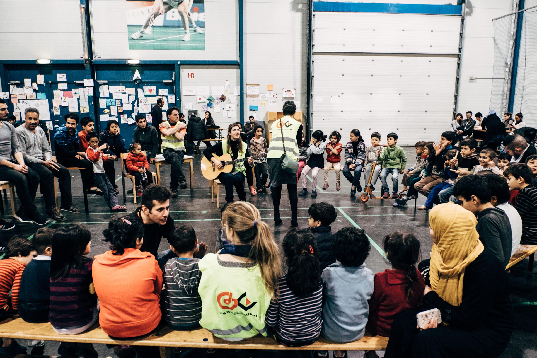 Für die Kinder stellt es einen besonderen Höhepunkt des Tages dar, wenn sich Freiwillige die Gitarre schnappen und eine kleine Aufführung zum Besten geben.