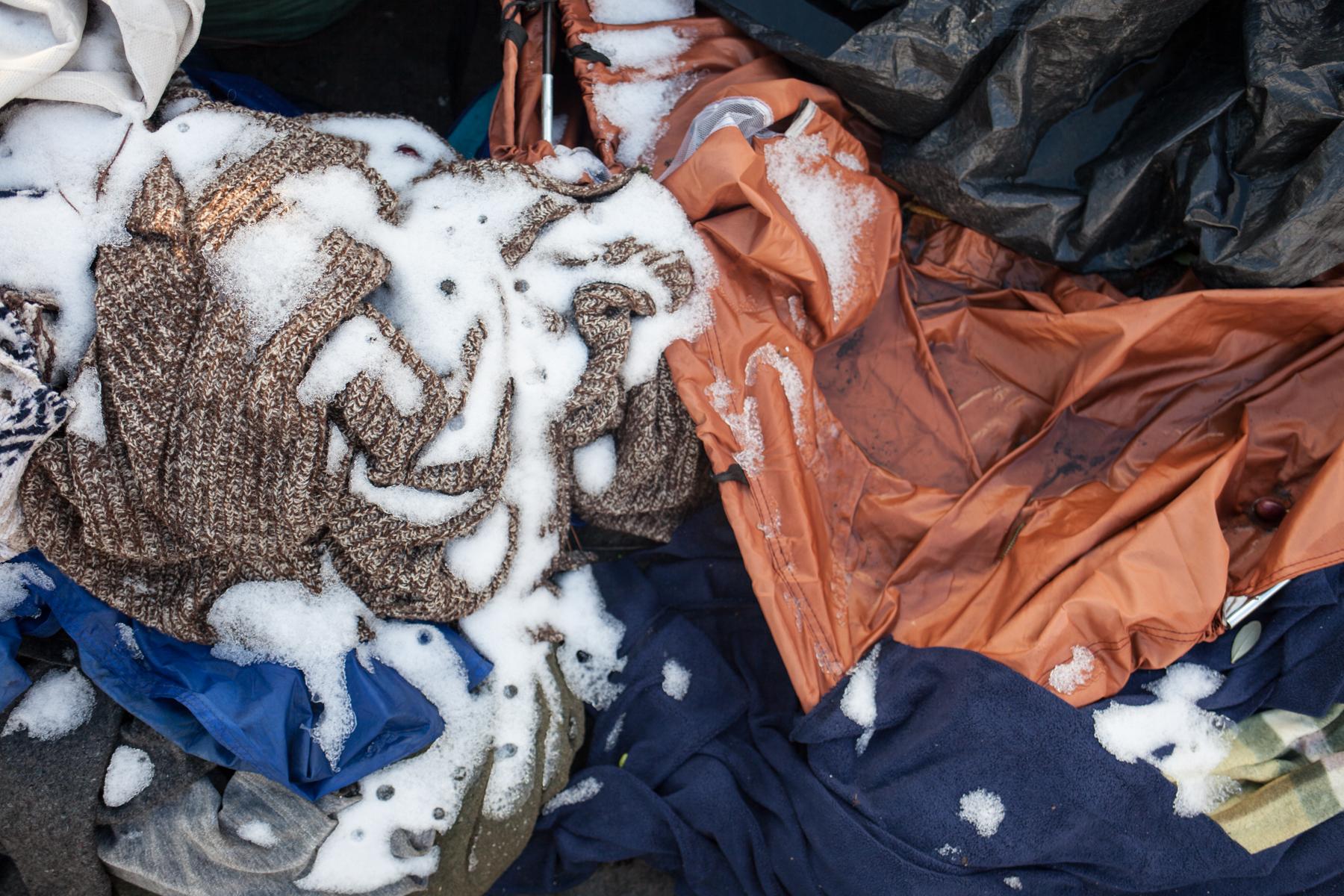 Bei klirrender Kälte halten sich Geflüchtete teilweise mehrere Tage draußen auf. Die winterliche Kälte machte im Januar sowohl Geflüchteten als den Freiwilligen zu schaffen.