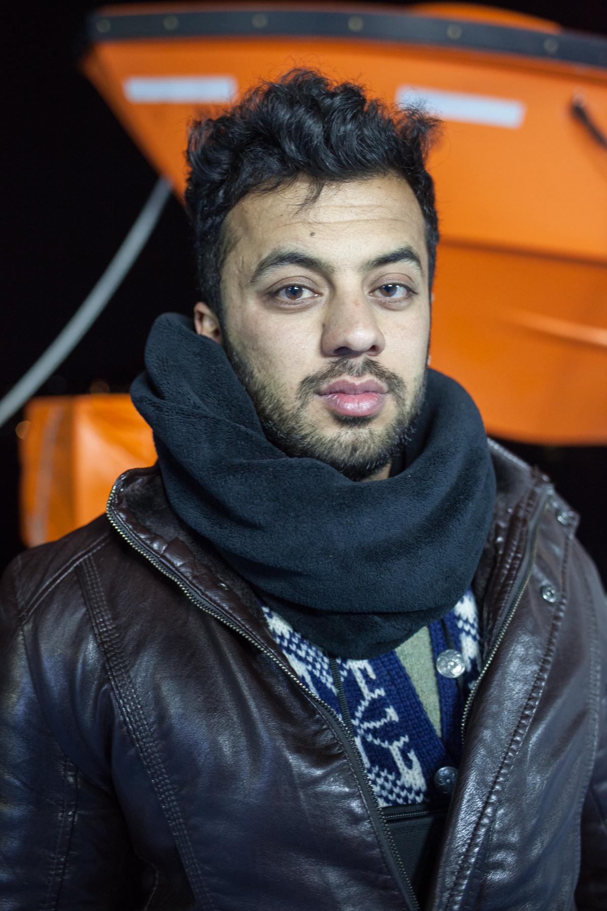 """Naveed Walizada (23) ist aus Afghanistan geflohen. Er hat 5 Tage auf Lesbos geholfen: """"Seit einem Monat bin ich auf der Flucht, hier konnte ich zum ersten Mal aufatmen und was zurückgeben. Ich habe schreckliches erlebt. Kinder, die erfroren sind..."""""""