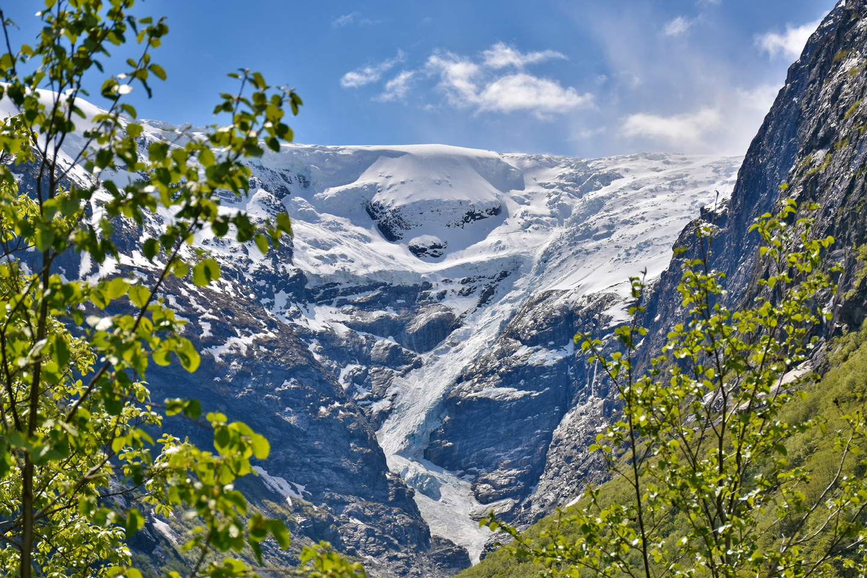 Kjenndalen, Norge - May 29, 2015: Kjenndalsbreen Glacier in Kjenndalen Valley, Western Norway in spring.